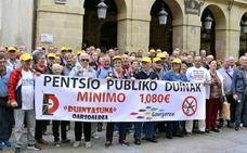 Los pensionistas se concentraron frente al ayuntamiento