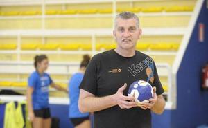 Álvarez, entrenador del Bera Bera, confía en remontar ante el Brasov