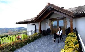 Euskadi prohibirá en zonas rurales las viviendas turísticas que no son agroturismos