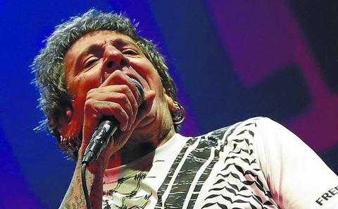 Evaristo resucita a La Polla en un acto de nostalgia punk