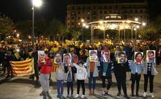 Cerca de 300 personas se movilizaron en Irun por la situación en Cataluña