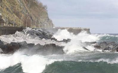 Activan para el domingo el aviso amarillo por olas de hasta tres metros