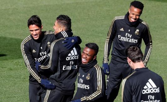 Vinicius, along with his teammates during this Friday's training. / Chema Moya (Efe)