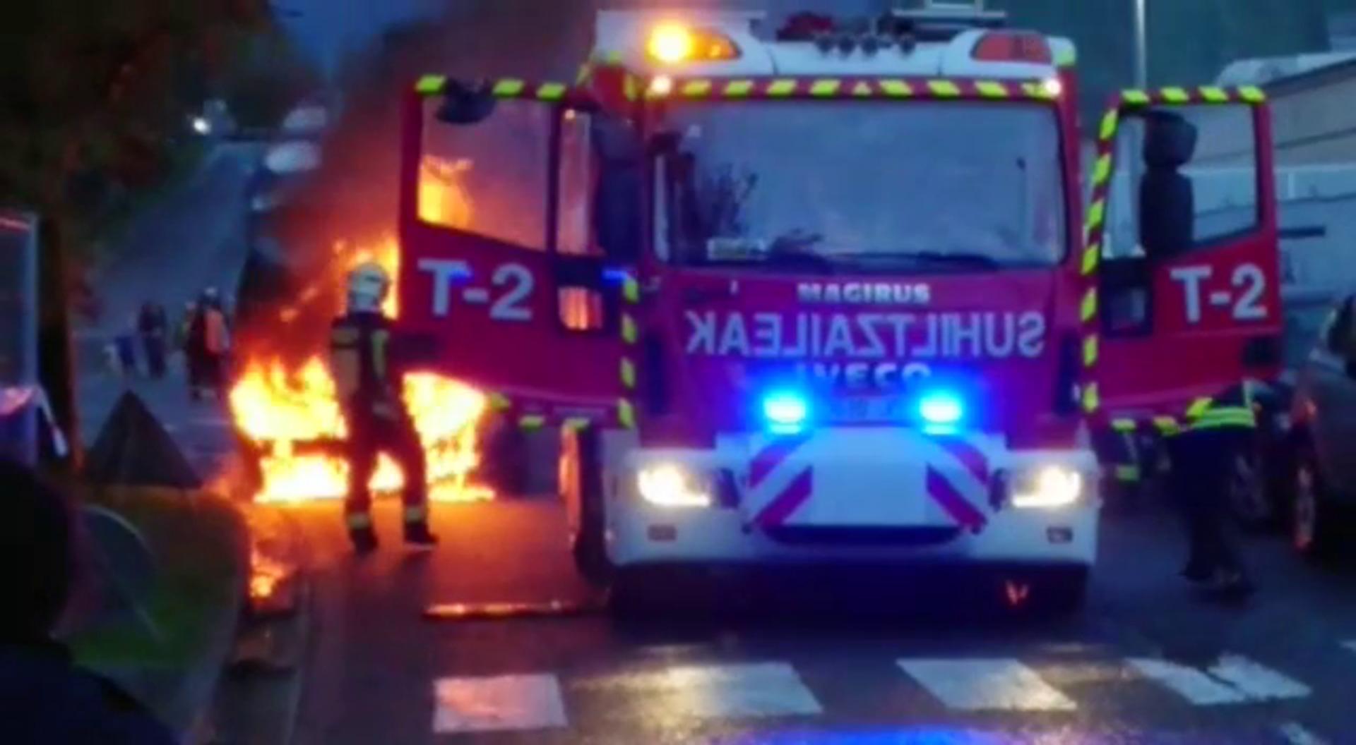 Un coche se incendia en Garbera