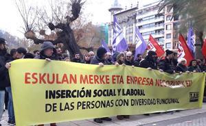 Protestan en Donostia por «la precariedad laboral» de los discapacitados