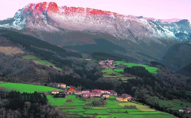 Senderos de Orozko, una ruta por bosques y ermitas
