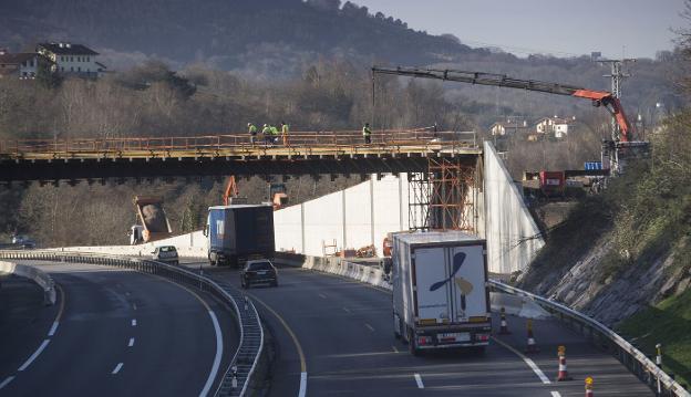 Nuevo enlace y Ronda sur. Las obras más esperadas para resolver los accesos a la ciudad comenzaron en 2019 en colaboración entre Diputación y Ayuntamiento. / F. DE LA HERA