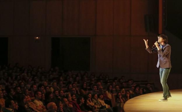Humor. Luis Piedrahita durante una actuación de su última gira. / M.A. LAYA