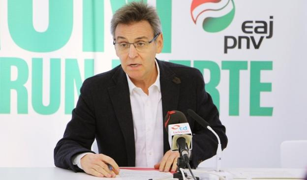 El portavoz jeltzale, Xabier Iridoy, explicó ayer la posición de su grupo./
