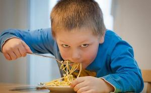 Los alimentos que debes evitar (y potenciar) para que los más pequeños coman bien durante el confinamiento