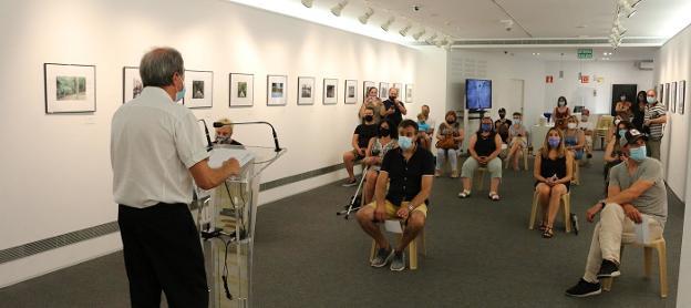 El jueves se inauguró en la sala Menchu Gal la exposición de la 34ª edición del Concurso Fotográfico Popular de Irun de la AFI y se entregaron los premios del certamen. / FOTOS FLOREN PORTU