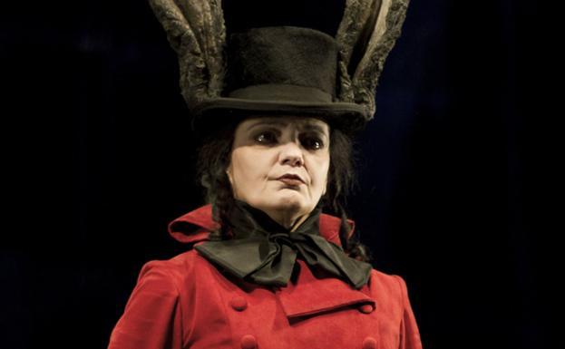 La actriz Mayte Bona, en su papel de diablo cojuelo. / MORFEO TEATRO