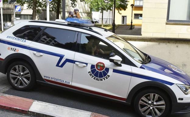 Detenido tras conducir sin luces y en dirección contraria en Irun