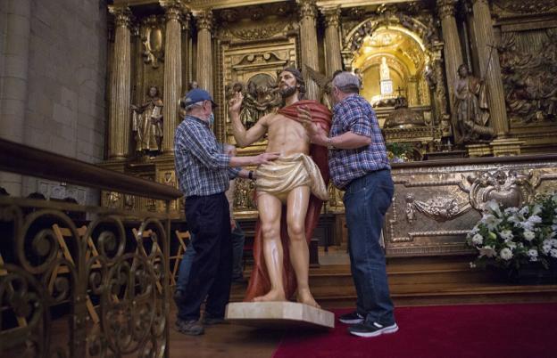 El Cristo Resucitado, nueva figura que será bendecida el domingo en la misa de 12.30. / FOTOS F. DE LA HERA