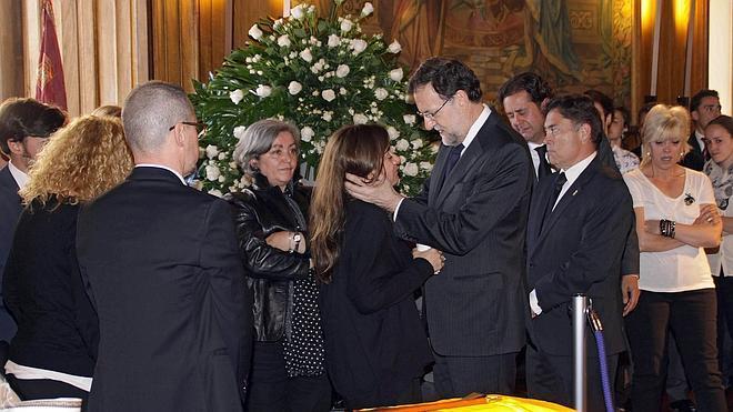 Rajoy lamenta el asesinato de Carrasco, «un acto cruel, inútil y absurdo»