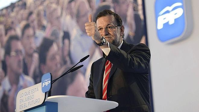 Rajoy sale en defensa de su candidato con un duro ataque contra el PSOE