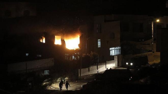 Israel bombardea Gaza en respuesta a la muerte de los tres jóvenes