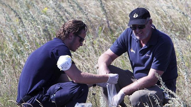 Hallan más restos humanos en la zona del avión siniestrado en Ucrania