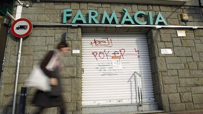 La Generalitat anuncia a las farmacias que este mes no les pagará