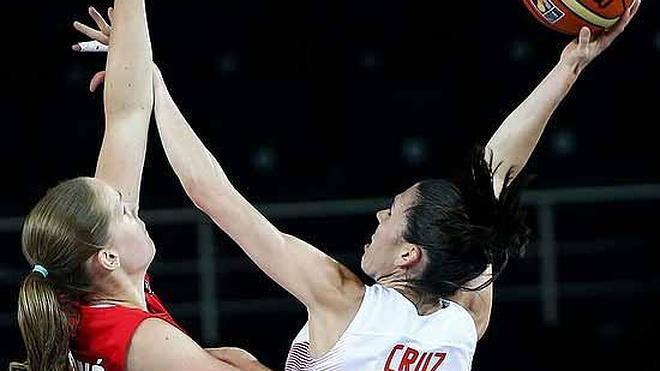 España accede a cuartos con pleno de victorias