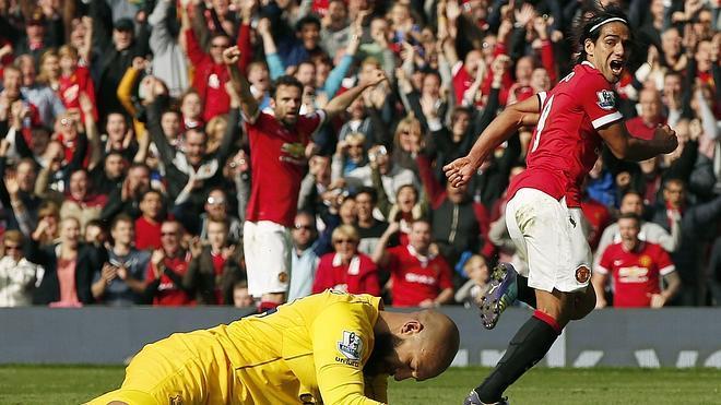 Di María y Falcao dan la victoria al Manchester United ante el Everton