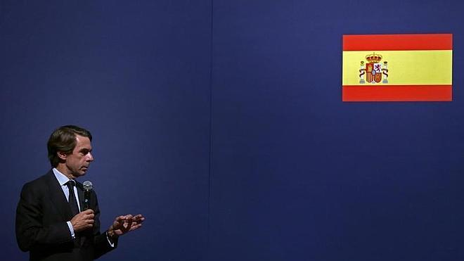 Aznar pide atajar la corrupción y alerta contra el «nacionalismo radical» y «el populismo»