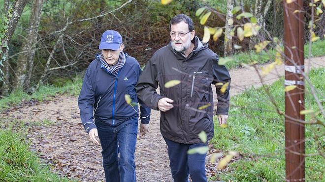 Rajoy disfruta de la Navidad con una ruta de senderismo