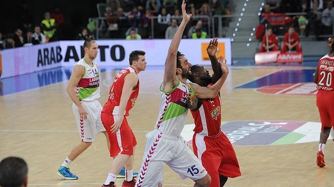 El Baskonia mantiene sus esperanzas tras una angustiosa victoria