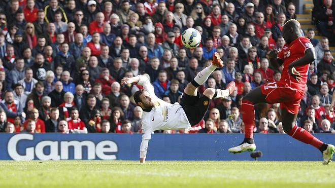 Mata, estelar en la triste despedida de Gerrard del clásico inglés