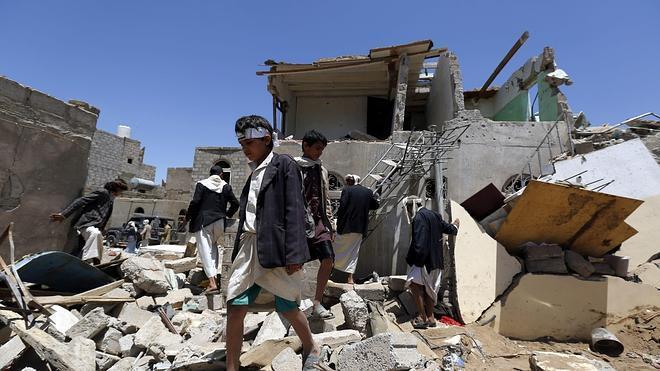 Al menos 45 civiles muertos en bombardeos árabes a un campamento del Yemen