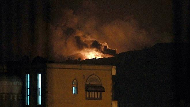 La coalición liderada por Arabia Saudí ataca posiciones de los huthis en Yemen