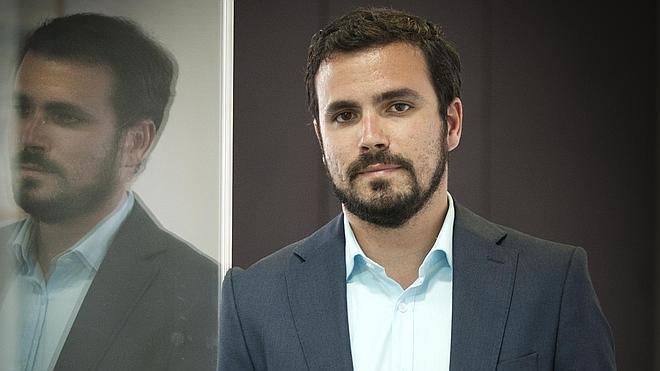 «Fusionarse con Podemos es imposible; está legitimando la Monarquía»