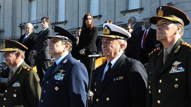 Renuncia el jefe del Ejército argentino, acusado de crímenes durante la dictadura