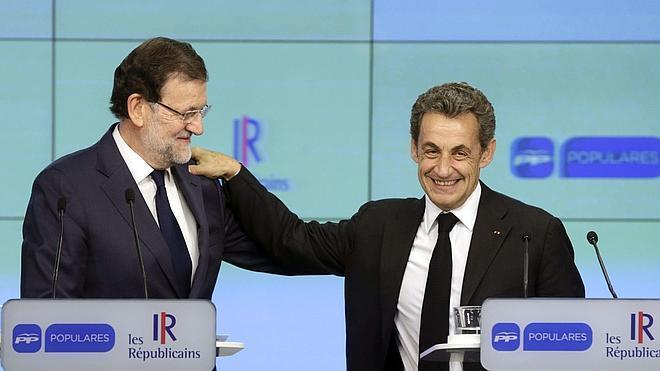 Rajoy evita responder a Aznar: «Lo importante es el futuro»