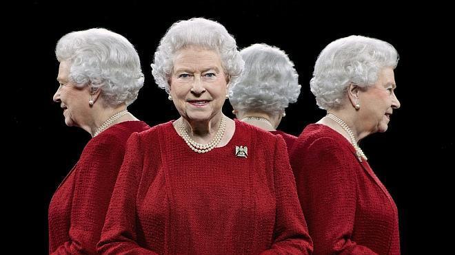 Isabel II, desde cuatro ángulos