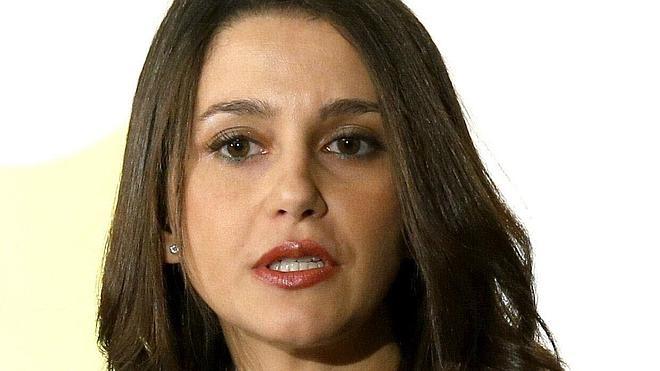 Arrimadas dice que, como «demócrata», respetará una posible inhabilitación de Mas