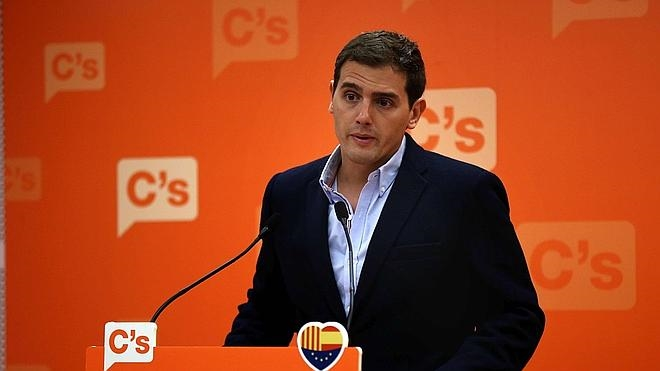 Rivera pide a Aznar y González que se dediquen a hacer «debates de país y no de partido»