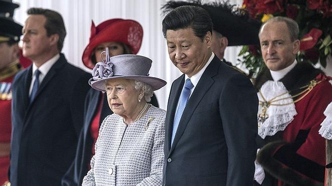 Xi Jinping visita Reino Unido con la promesa de jugosos contratos