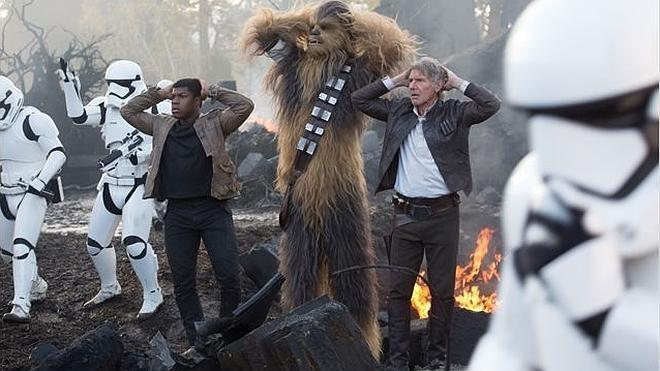 El episodio VII de 'Star Wars' y un Richard Gere sin techo llegan a los cines