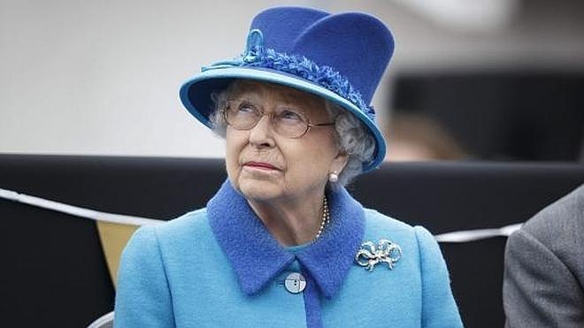 Asistir a la fiesta por el 90 cumpleaños de Isabel II cuesta 197 euros