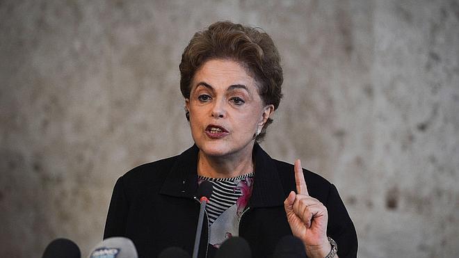 Rousseff descarta renunciar y dice que sería un «orgullo» tener a Lula da Silva en su gabinete