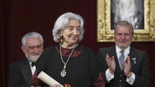 Clara Janés ingresa en la RAE con un discurso acerca del enigma de la escritura