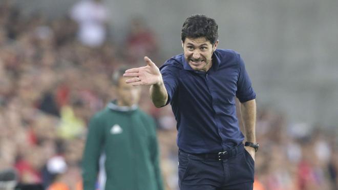 Olympiacos despide a Víctor Sánchez tras apenas dos meses como entrenador