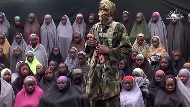 Boko Haram vuelve a mostrar en un vídeo a varias de la niñas de Chibok