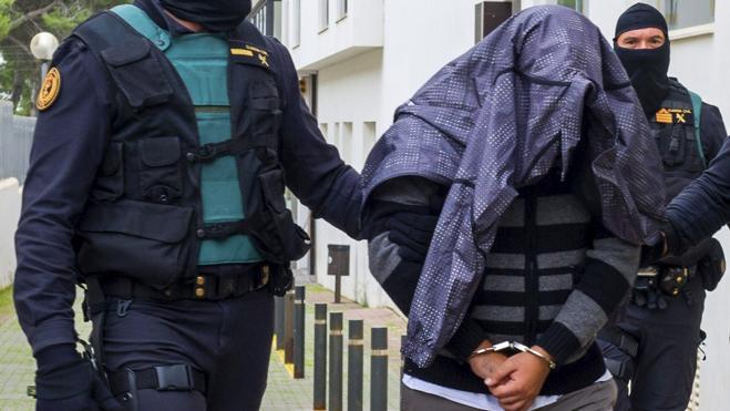 El juez envía a la cárcel a los dos imanes de Ibiza que radicalizaban niños