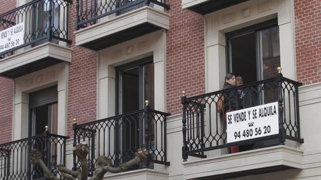 El precio de la vivienda recupera los niveles de 2004, pero se venden la mitad de casas