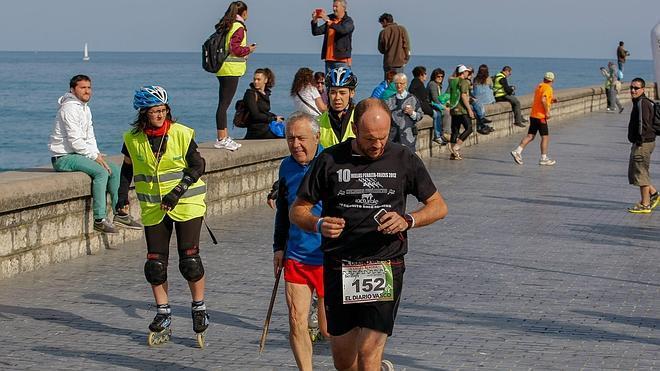 Llegada a meta de todos los participantes en los 15 kilómetros del Kross Berdea
