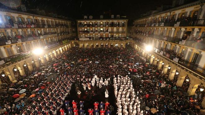 1.819 donostiarras participan en el sorteo para ver las tamborradas desde los balcones municipales