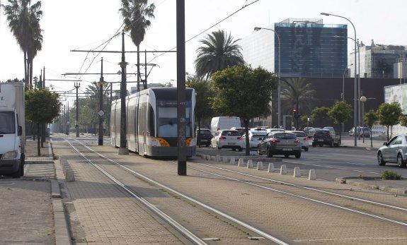 Una joven muere atropellada por un tranvía mientras 'wasapeaba'