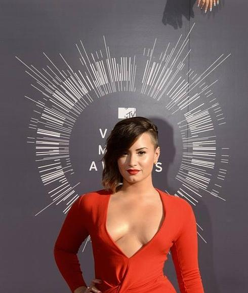 Is demi lovato bi sexual